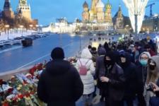 День пам'яті Нємцова: понад 10 тис. людей принесли квіти до місця вбивства