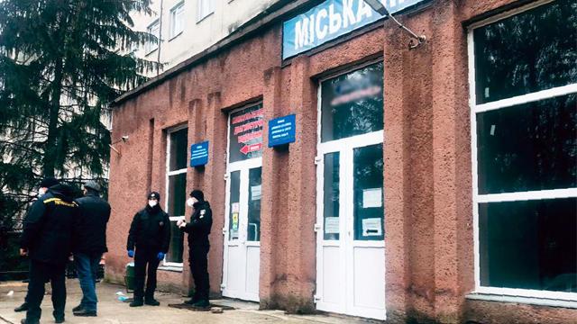 Вибуху кисневого балону не було: мер Чернівців про пожежу в одній з палат міської лікарні