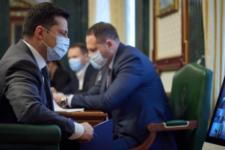Зеленський вимагає вакцинувати українців у вихідні та свята