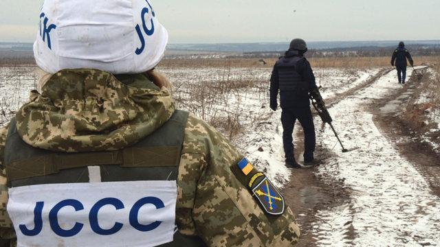 На Донбасі підірвався автомобіль з українськими військовими – дев'ять постраждалих