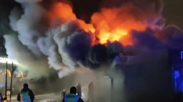 У Києві сталася масштабна пожежа на ринку