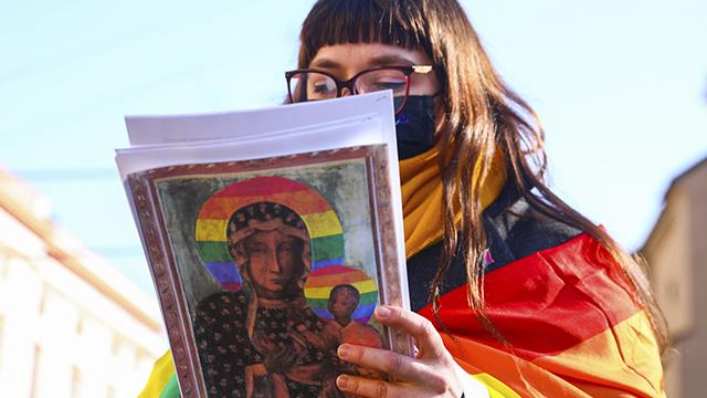 Веселка ЛГБТ на іконі в Польщі