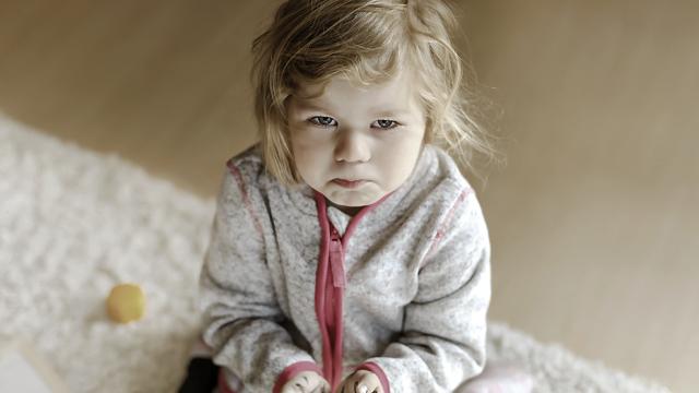 Їла побілку зі стін: на Одещині матір морила голодом 3-річну доньку