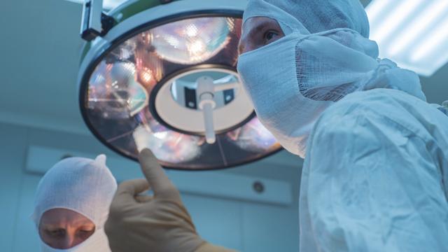 Рятували на операційному столі: у Чернігові вихователь побив ліцеїста