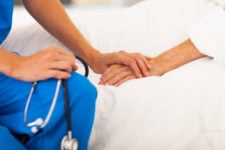 Шмигаль пояснив, чому з лікарень виписують пацієнтів із симптомами Covid-19