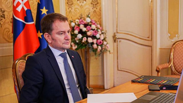 Скандал з російською вакциною: у Словаччині президент ухвалила відставку Матовича