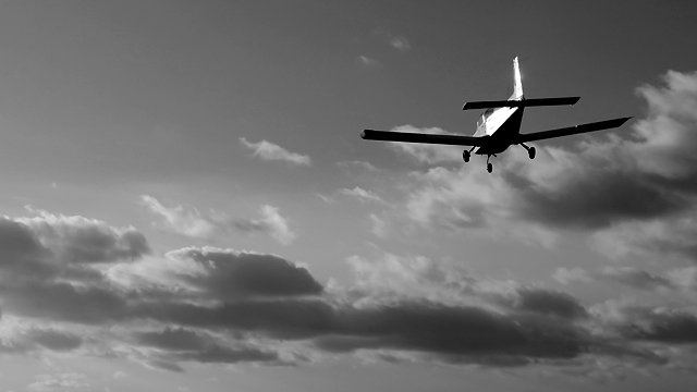 Уламки в каньйоні: в Австралії розбився літак, пілот і пасажир загинули