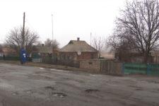 Напівзруйновані будинки і відсутність води: як живуть прифронтові села на Донбасі