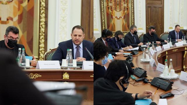 Обговорили реформи і ситуацію на Донбасі: Єрмак зустрівся з послами Великої двадцятки