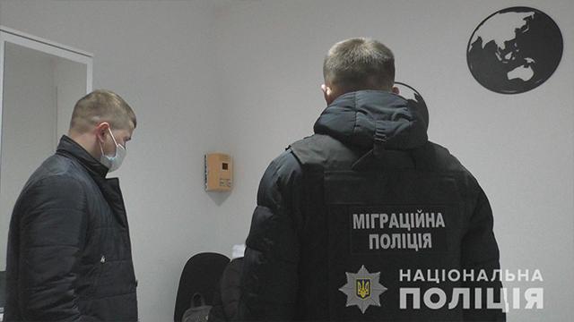 На Рівненщині власниця турагенції продавала фальшиві Covid-довідки