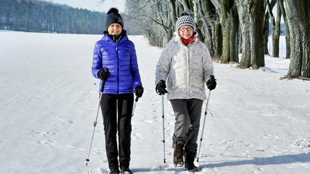Стимулює роботу серця та спалює калорії: чим корисна скандинавська ходьба