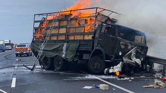 На Хмельниччині військова вантажівка потрапила в ДТП, двоє людей загинуло