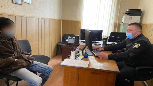 Не позичив гроші: на Одещині чоловік до смерті забив пенсіонера молотком