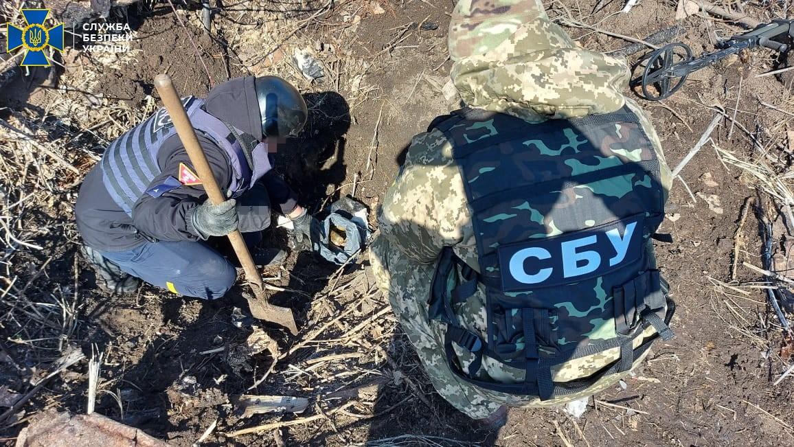 Реактивні снаряди і більше 30 кг вибухівки: на Луганщині знайшли схрони бойовиків