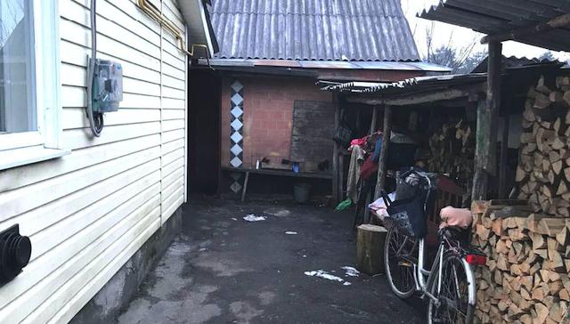 Бив сокирою по голові: на Рівненщині підліток вбив листоношу заради грошей