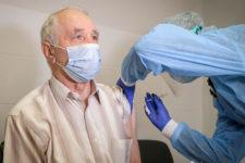 У світі зробили понад мільярд щеплень від коронавірусу: яка країна в лідерах