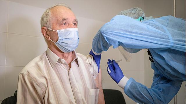 Найбільше віком до 39 років: скільки українців записалися на вакцинацію