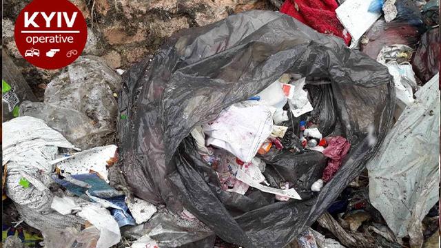 На Житомирщині знайшли звалище небезпечних ковід відходів
