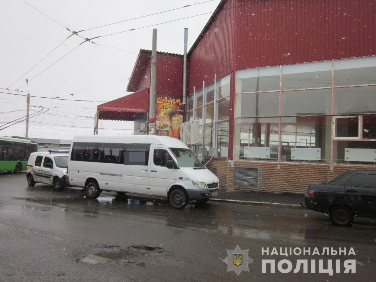 Поранив ножем і втік: у Харкові стався конфлікт між водіями маршруток
