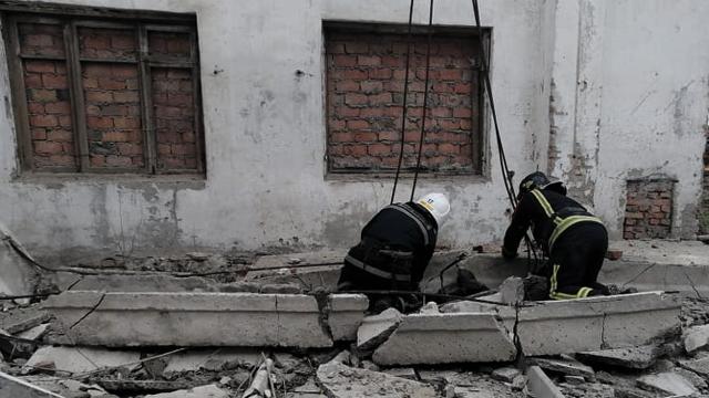 Допомагав татові: у Миколаївській області бетонна плита вбила підлітка