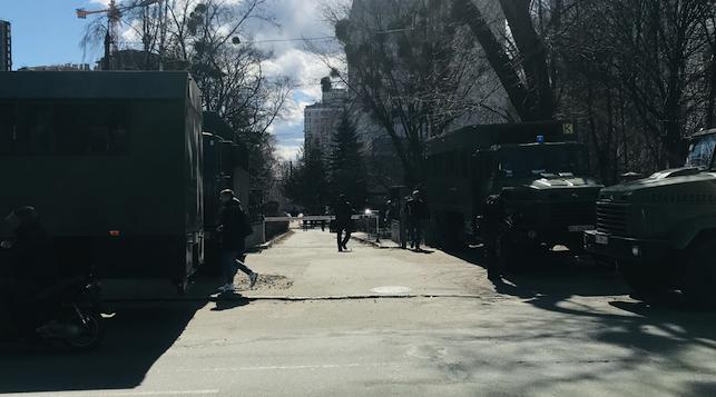 Вантажівки з Нацгвардією та швидкі: у суді розглядатимуть апеляцію Антоненка