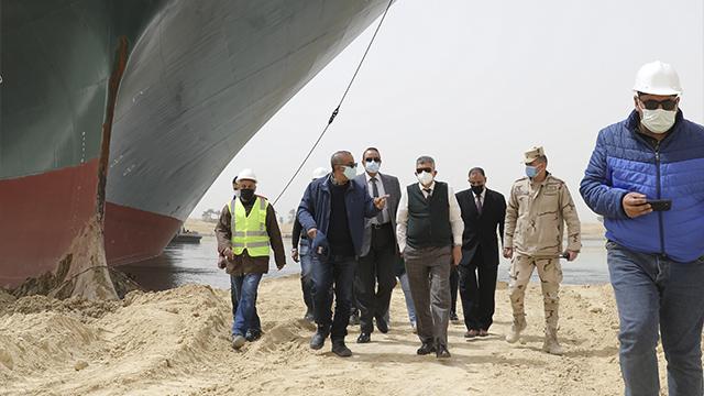 Що відомо про блокування Суецького каналу