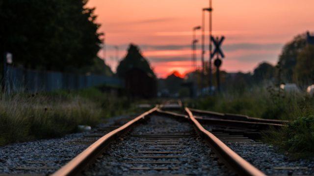 Помер від важких травм: на Чернігівщині потяг збив неповнолітнього