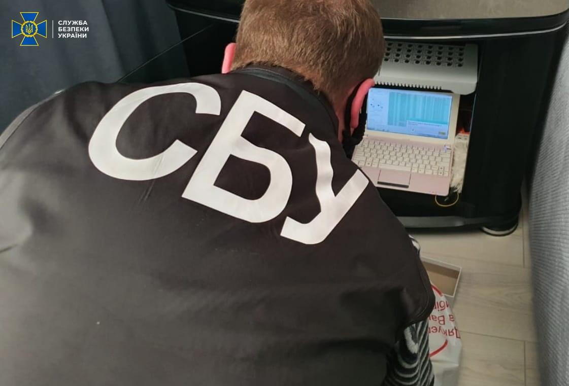 """Поширювали фейки про вакцинацію та підтримували""""ЛДНР"""": СБУ викрила мережу ботоферм"""