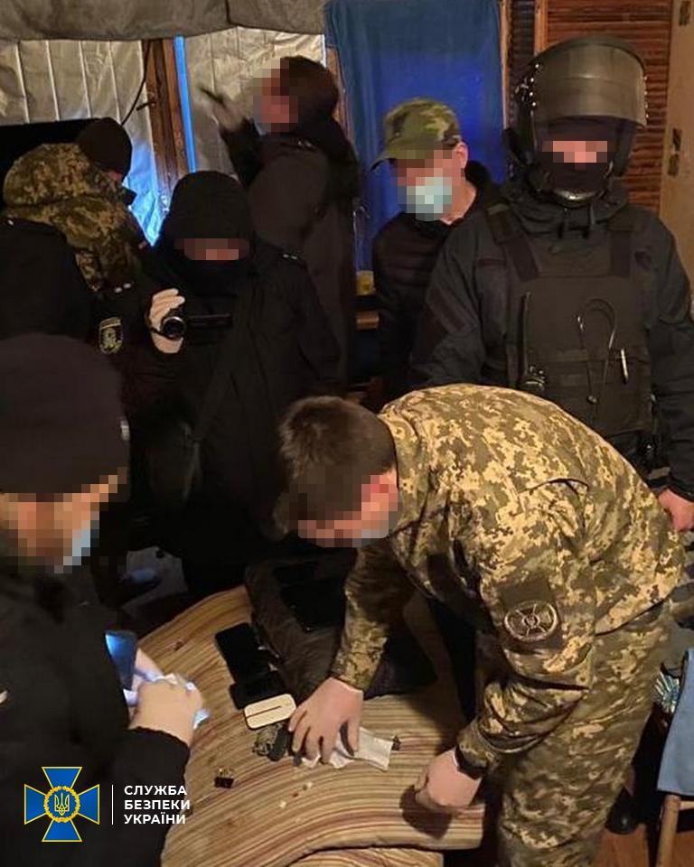 Злочинці з колонії ошукали сотні підприємців через пошту – СБУ викрила схему