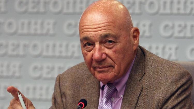 Закидали яйцями: російського журналіста Познера змусили виїхати з Тбілісі