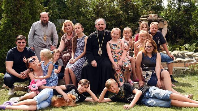 Митрополит Епіфаній взяв під опіку 13 дітей, чиї батьки померли від коронавірусу