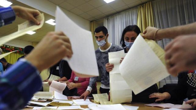 Довибори на Прикарпатті: уже на п'ятій дільниці зафіксували фальсифікації