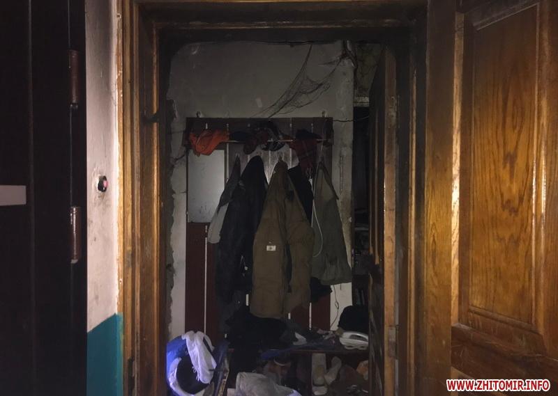 Пожежа в Житомирі: сина знайшли під обгорілими речима, батько врятувався