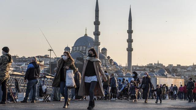 Майже 45 тисяч: Туреччина фіксує добовий антирекорд заражень Covid-19
