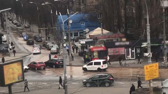 залило окропом вулицю Антонова