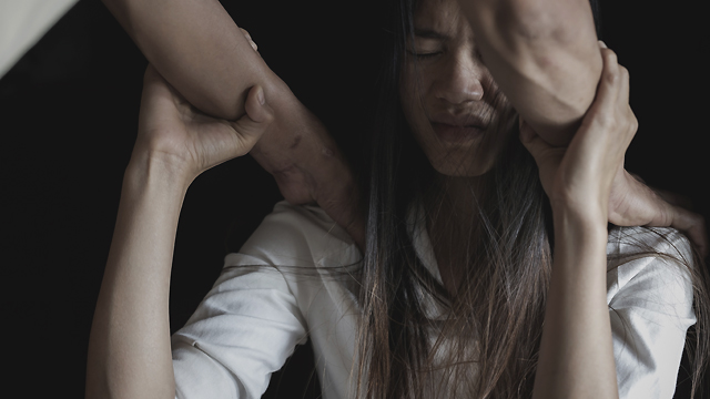 Шантажував інтимними фото: в Одесі 49-річний педофіл два роки ґвалтував школярку
