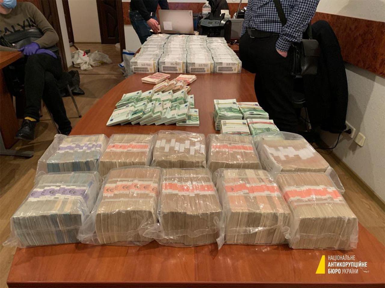 $3,7 млн і 100 шекелів готівкою: адвоката із хабарем для судді Вовка затримано