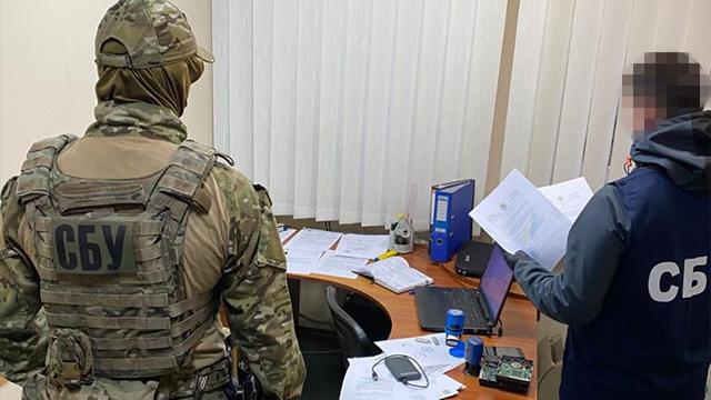 """Співпраця з Шарієм і гроші з РФ: у Хмельницькому викрили фейкову """"міськраду"""