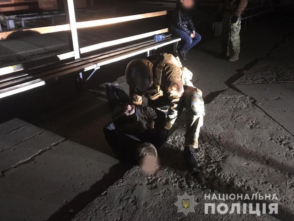 Підривали банкомати під салют: на Сумщині судитимуть чоловіка і 17-річну дівчину