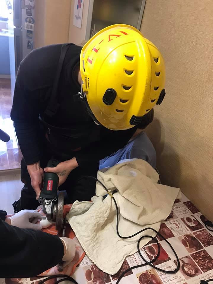 У Києві жінка засунула пальці в блендер – на допомогу приїхали рятувальники