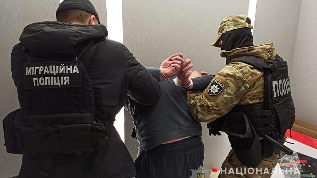 Катували праскою і тримали в заручниках: на Одещині звільнили іноземців