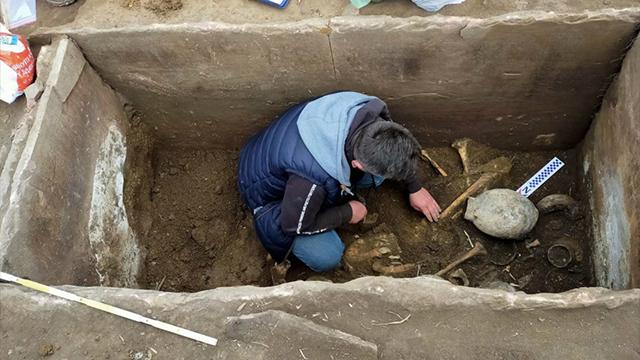 Знахідка вражаюча: на Тернопільщині знайшли поховання, якому 5 тис. років