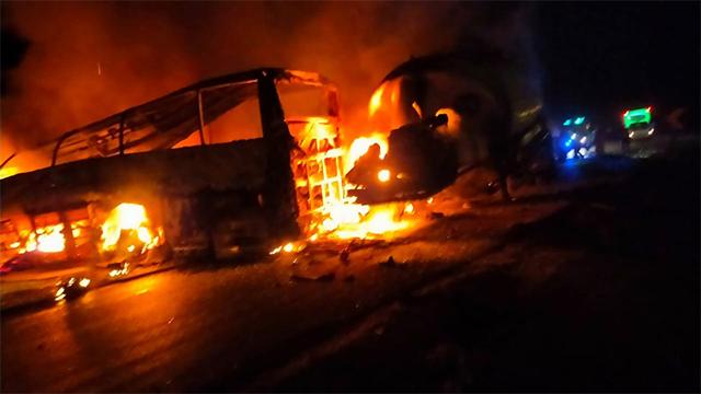 Щонайменше 20 загиблих: у Єгипті перевернувся і загорівся автобус з пасажирами