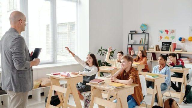 У Рівному послаблюють карантин: школи повертаються до очного навчання
