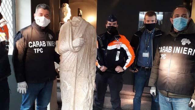 Викрадена римська статуя