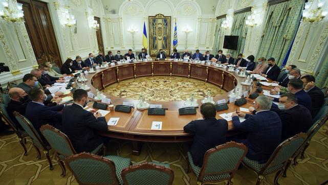 Війна на Донбасі та контрабанда: Зеленський скликає засідання РНБО