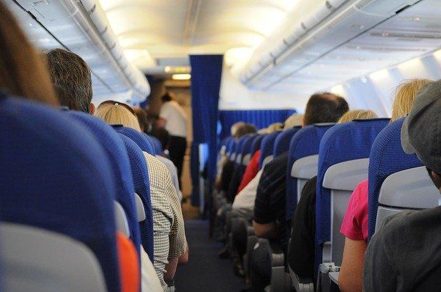 Як зменшити ризик поширення Covid-19 в літаку – дослідження