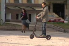 Їздять без правил. Наскільки безпечне пересування електросамокатами в Україні