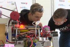 У Дніпрі юні винахідники створили робота-тренера для паралімпійців