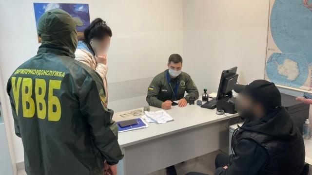 Хабар прикордоннику в аеропорту Бориспіль